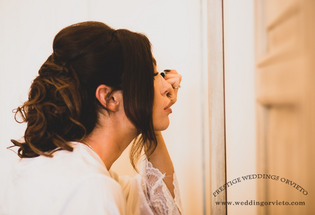 Bride finishing make up before to get the dress