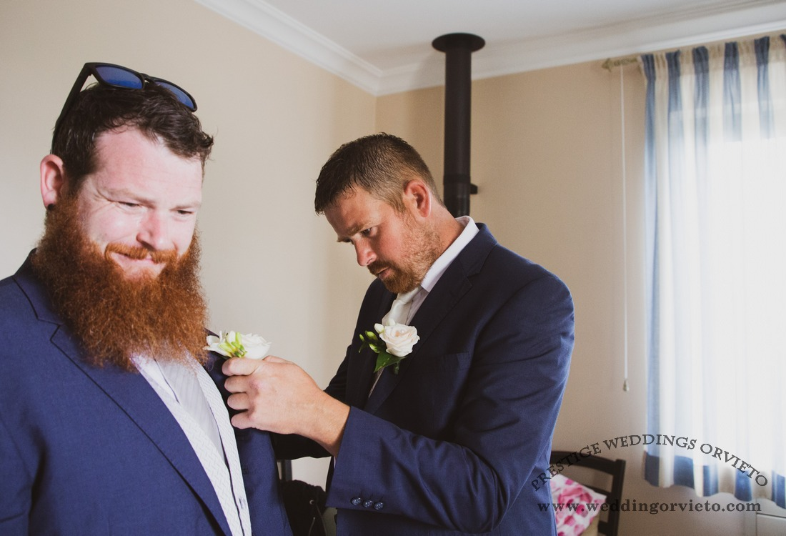 Groom and groosman with buttonholes
