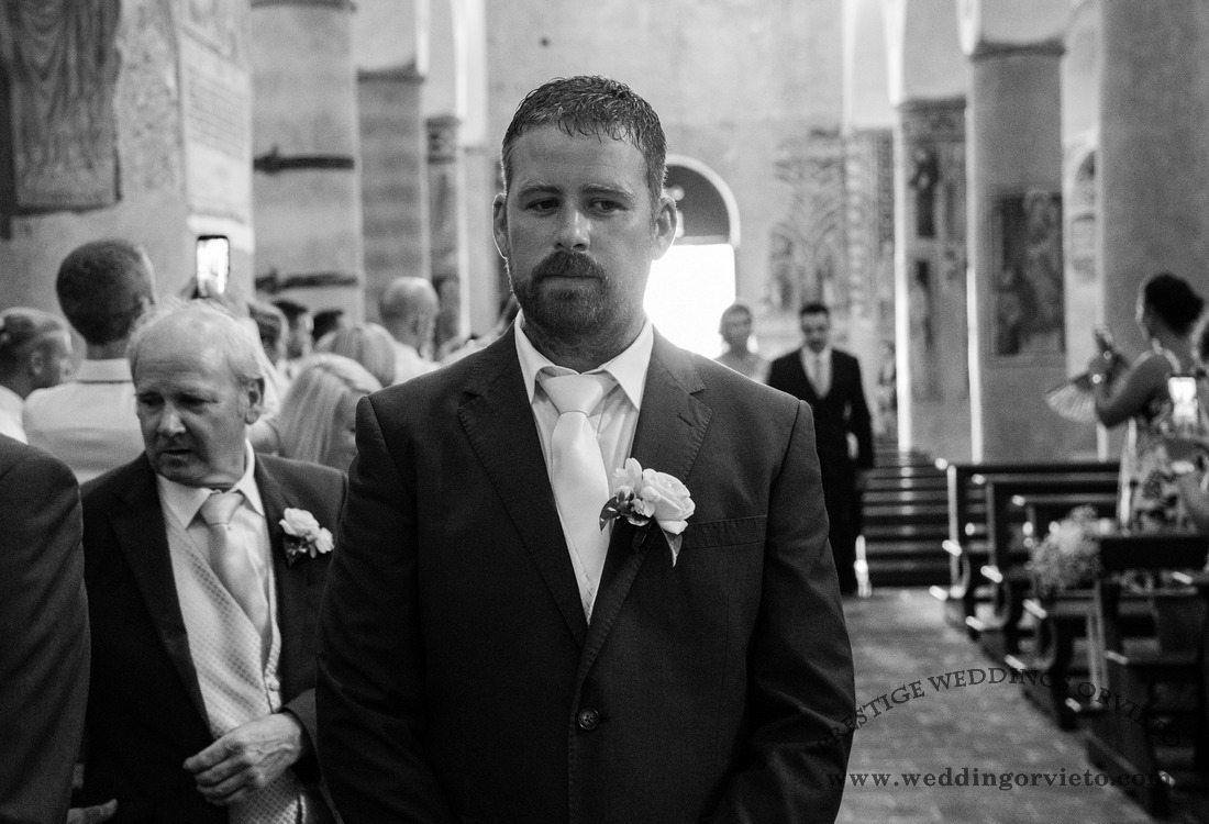 wedding in Orvieto church with groom waiting to look at her future bide
