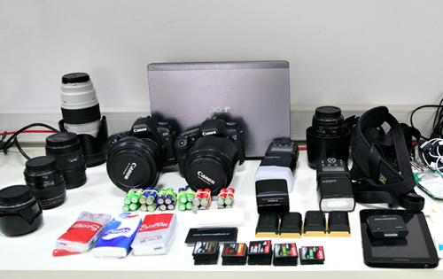 lens, photographic machine can, batteries, flash and memory cards and hard disk to prepare your wedding in Orvieto for photographer in Umbria